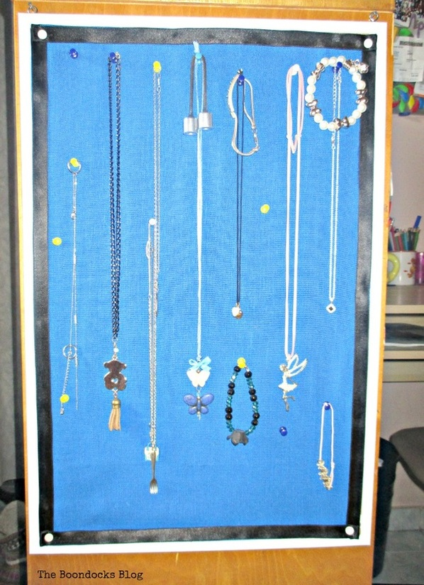 Cork board jewelry organizer, Oh, where to put all this stuff - www.theboondocksblog.com