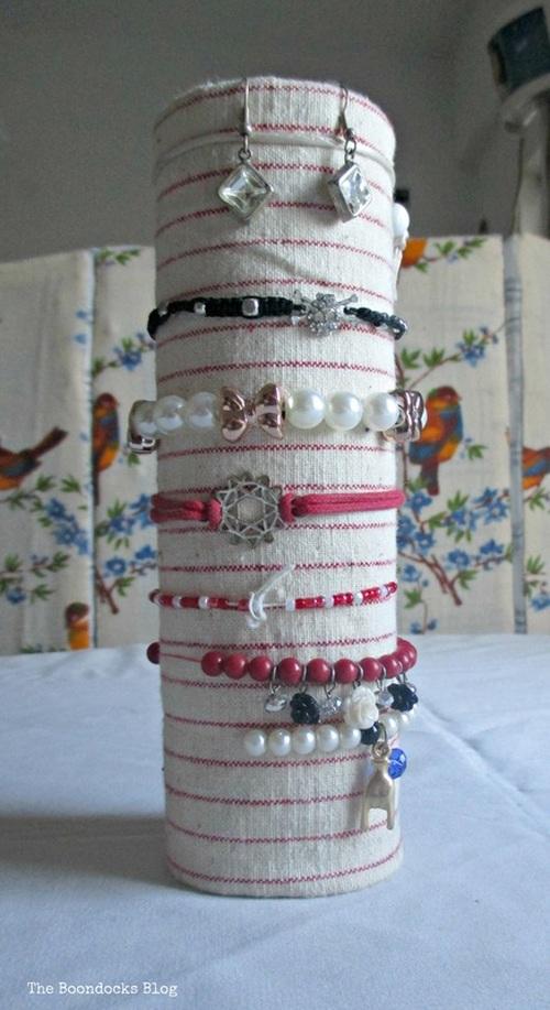 Gift Bracelet Holder - The Boondocks Blog