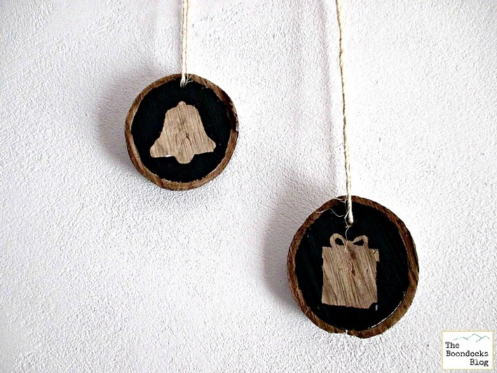 Wood slices repurposed for  year round use - The Boondocks Blog