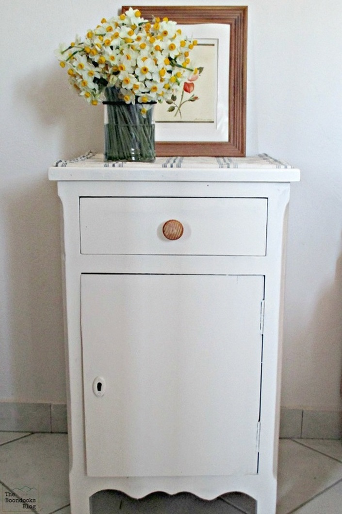 Repainted side table, Spring is in the Air - The Boondocks Blog