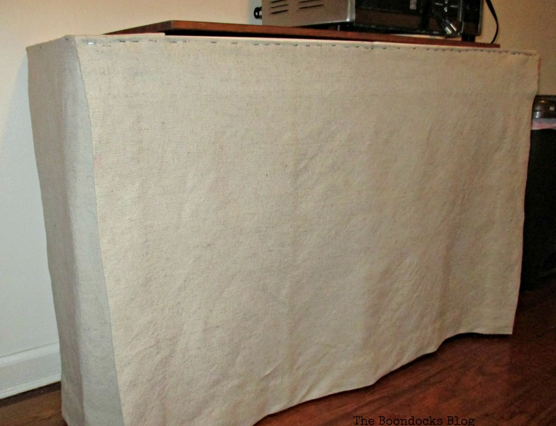 Adding linen to the front of the table Covering it up www.theboondocksblog.com