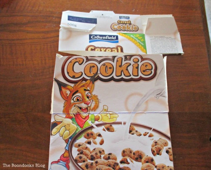 cut cereal box into even pieces, untangling the wires - www.theboondocksblog.com