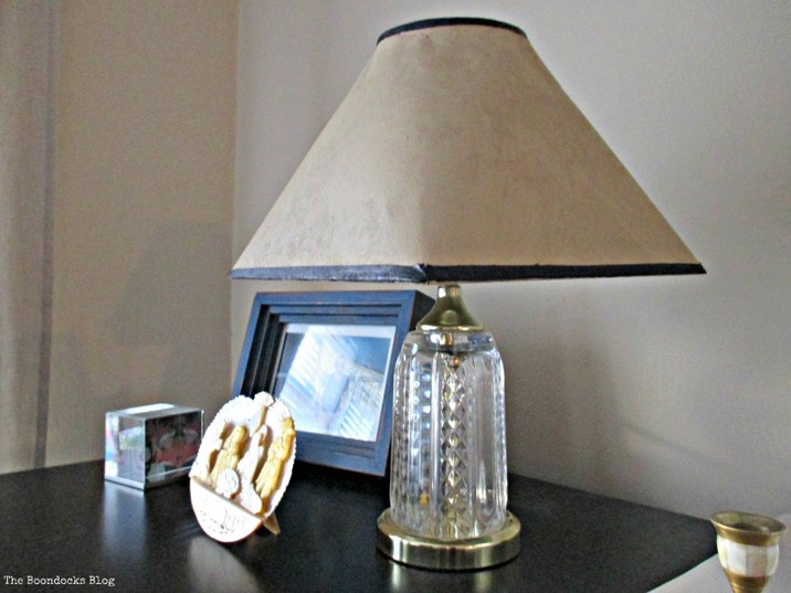 painted lampshade, a little bit of paint goes a long way - theboodocksblog.com