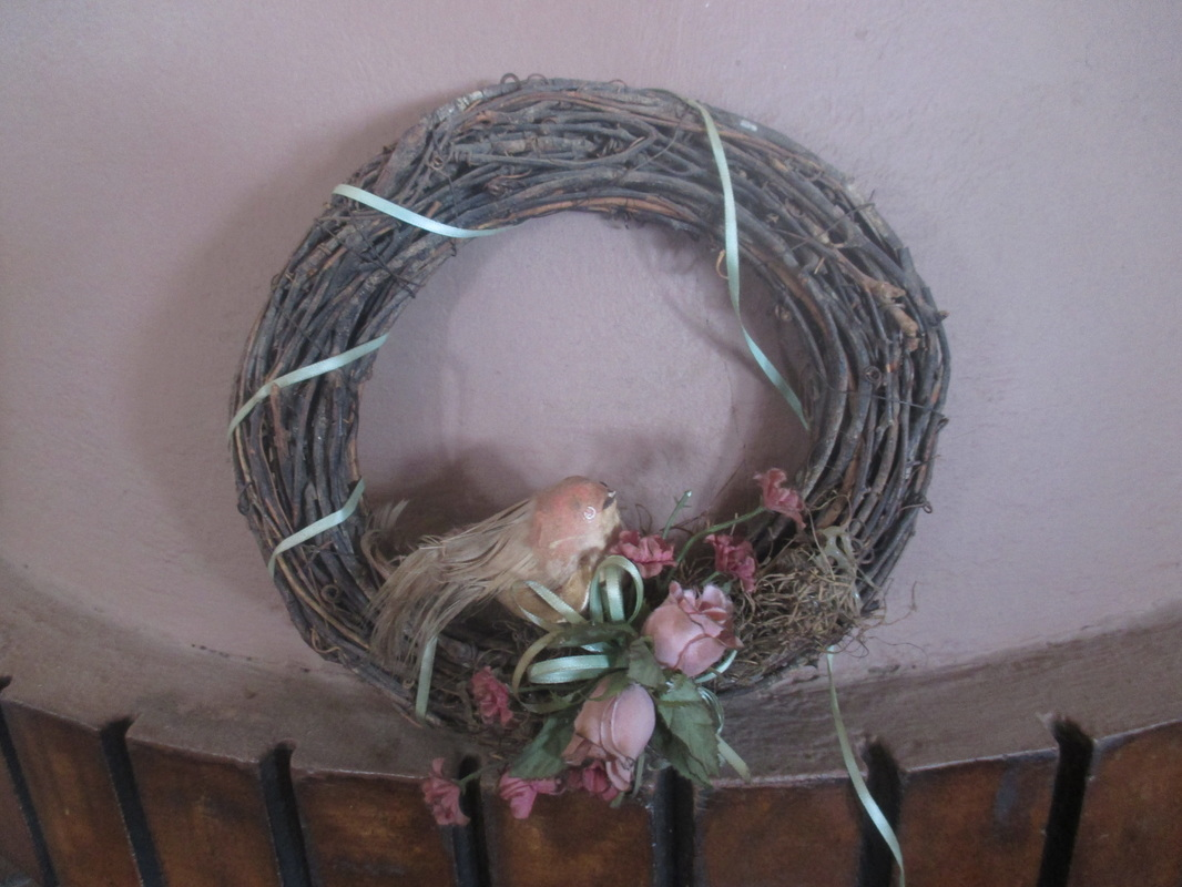 Wreath before, Hedgehog Spring Wreath  www.theboondocksblog.com