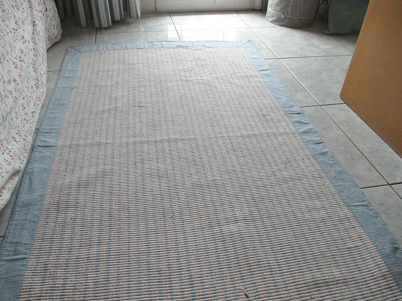 repairing a rug with fabric paint, Rug Repair www.theboondocksblog.com