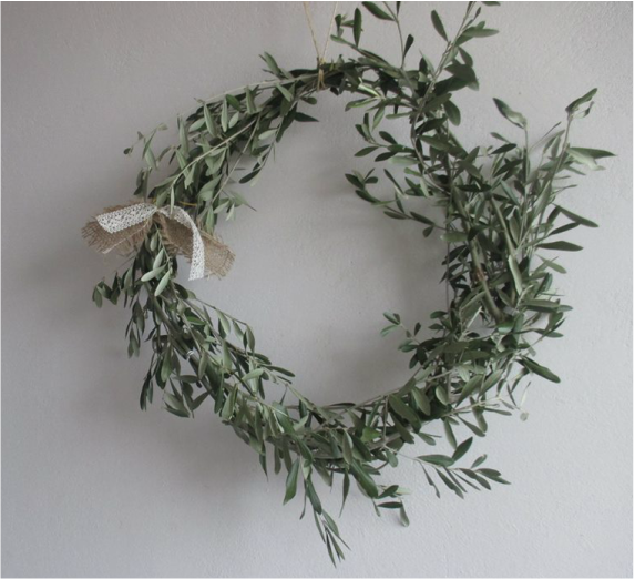 Olive branch wreath, PictureColorful Summer Wreath www.theboondocksblog.com