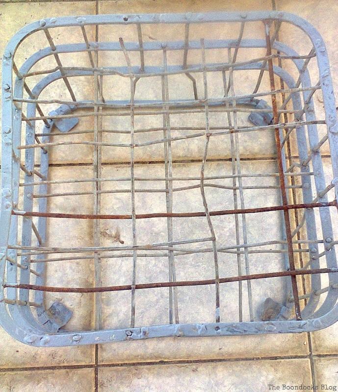 Painting the metal crate, Metal Milk Storage Crates www.theboondocksblog.com