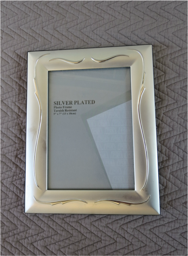 Metal picture frame, Fixing the Frames www.theboondocksblog.com