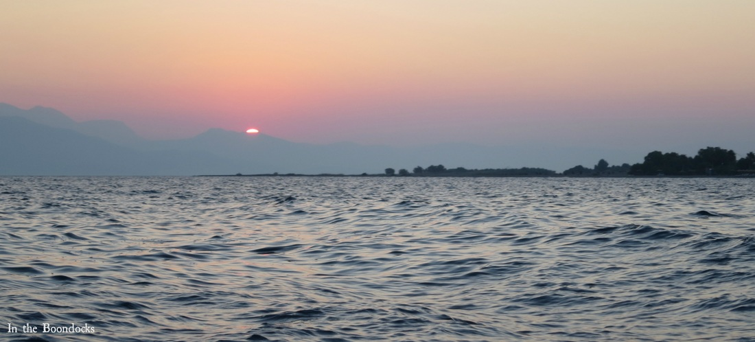 Photo essay of boat ride at sunrise, sun coming up - Magic in the Morning www.theboondocksblog.com