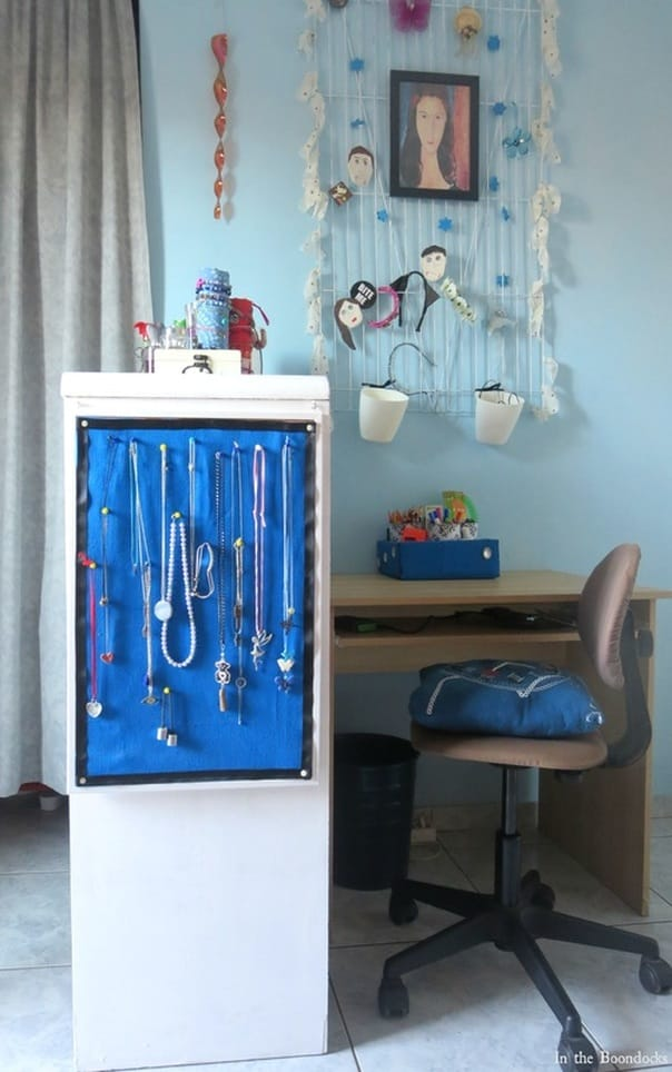 desl amd wall organizer, A Tour of the Blue Room www.theboondocksblog.com