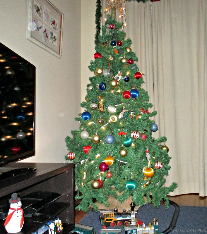 Picture Frame and tree, Birds of Christmas - The Boondocks Blog