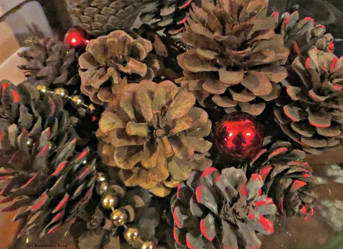 Centerpiece, Home for Christmas Blog Hop - The Boondocks Blog