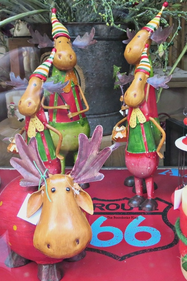 reindeer window disply, Christmas in the heart of the city - the boondocks blog