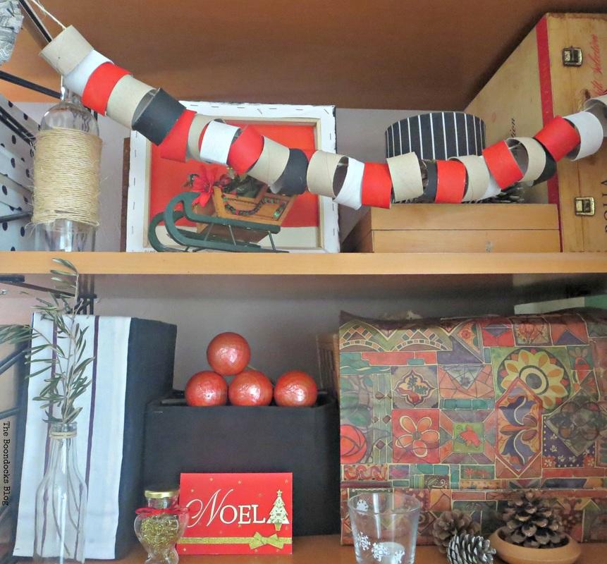 Christmas garland using paper tubes, Home for Christmas Blog Hop, The Boondocks Blog