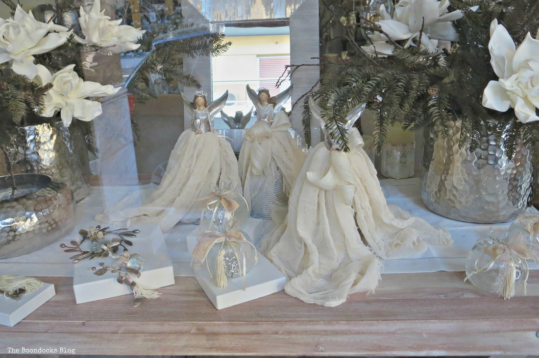 Window display with fairies, Christmas in the heart of the city - the boondocks blog