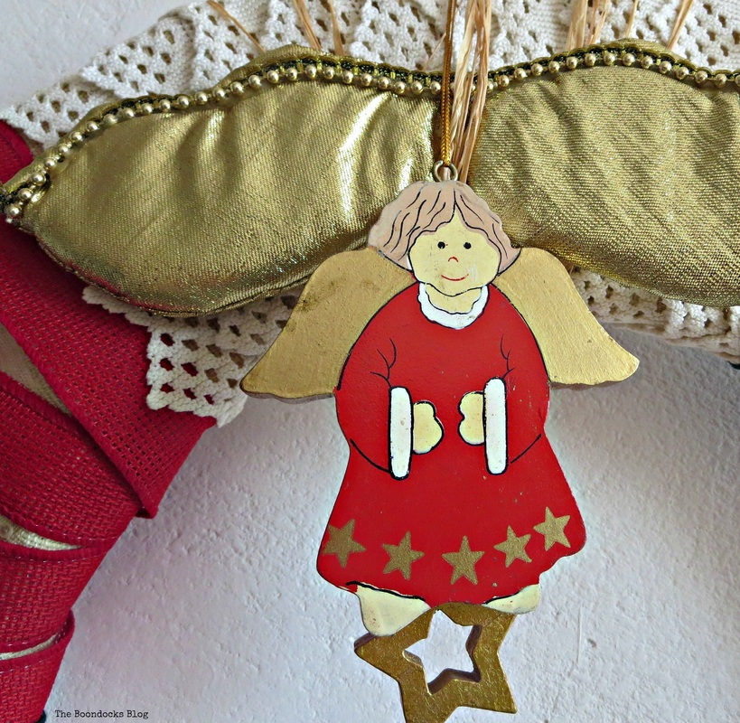 D etail of wreath angel ornament - the boondocks blog