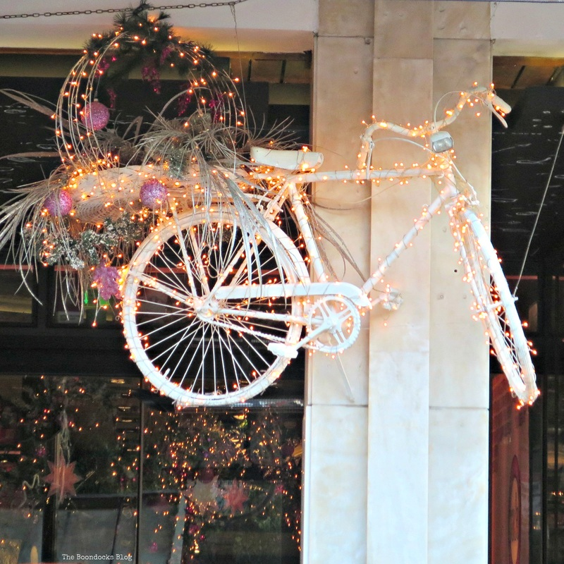 Bicycle with lights, Christmas in the heart of the city - the boondocks blog