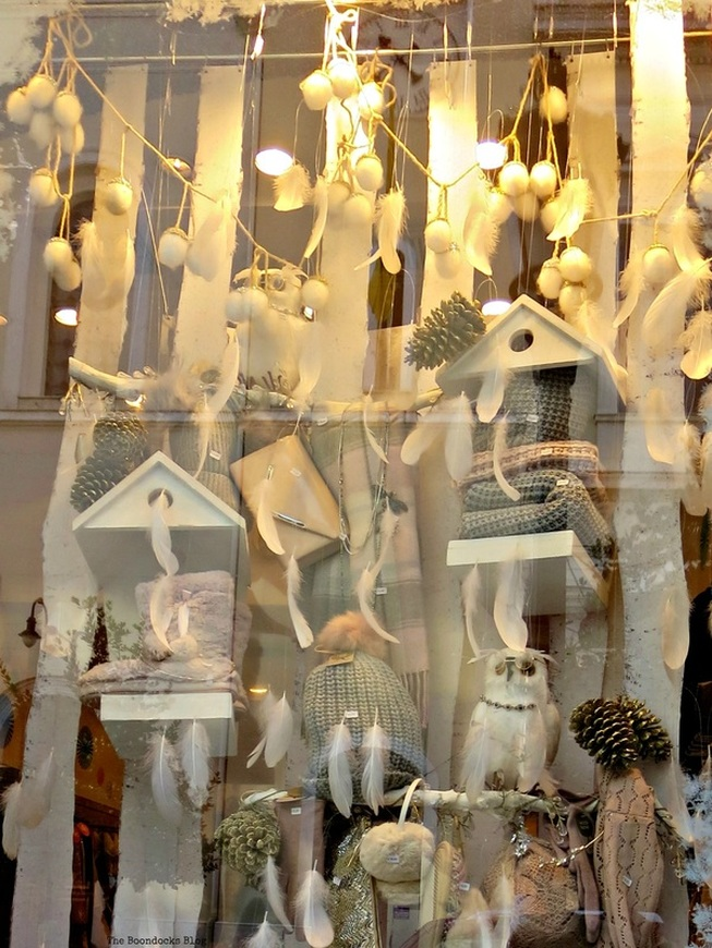 Owl window display, Christmas time in the heart of the city - the boondocks blog