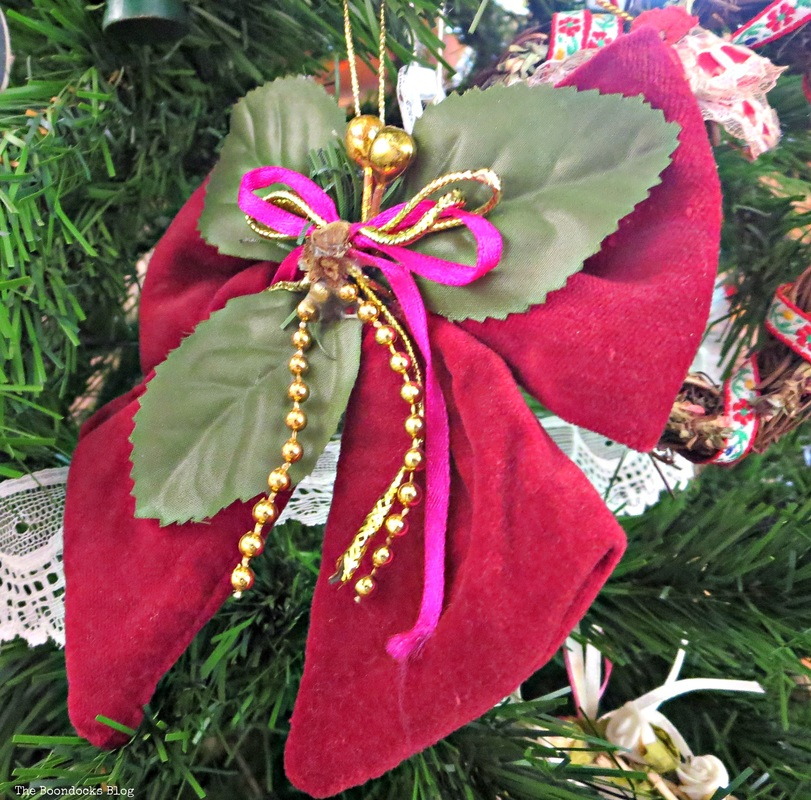 Red Velvet bow ornament on Christmas tree The Inspiration for my Christmas tree - the Boondocks Blog