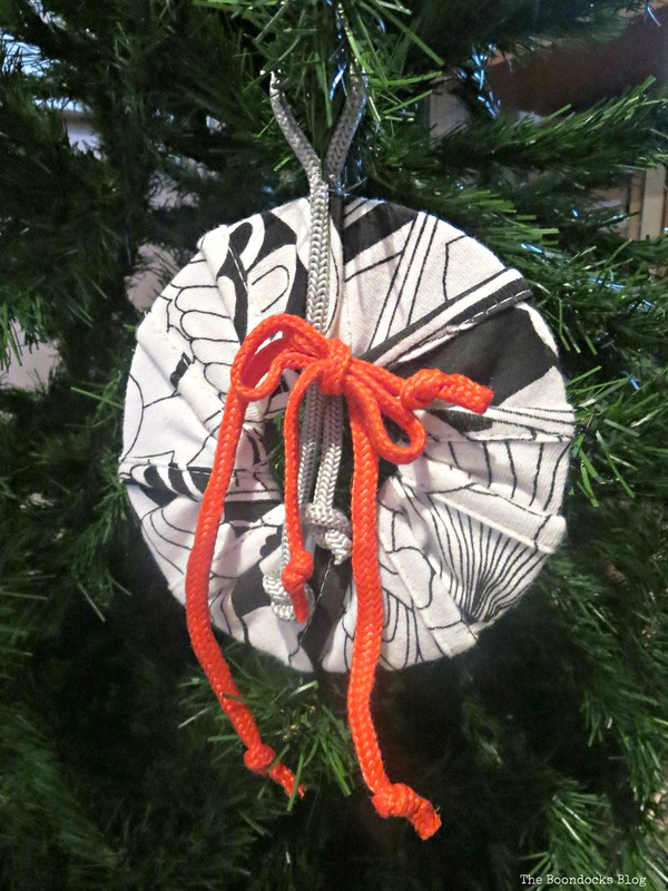 How to make Christms ornaments from cardboard - the boondocks blog