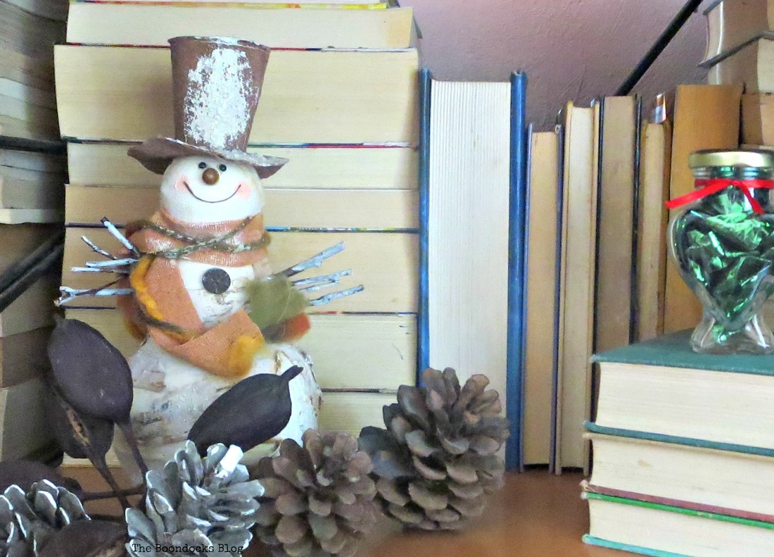Snowman in Wall Unit, Home for Christmas Blog Hop - The Boondocks Blog
