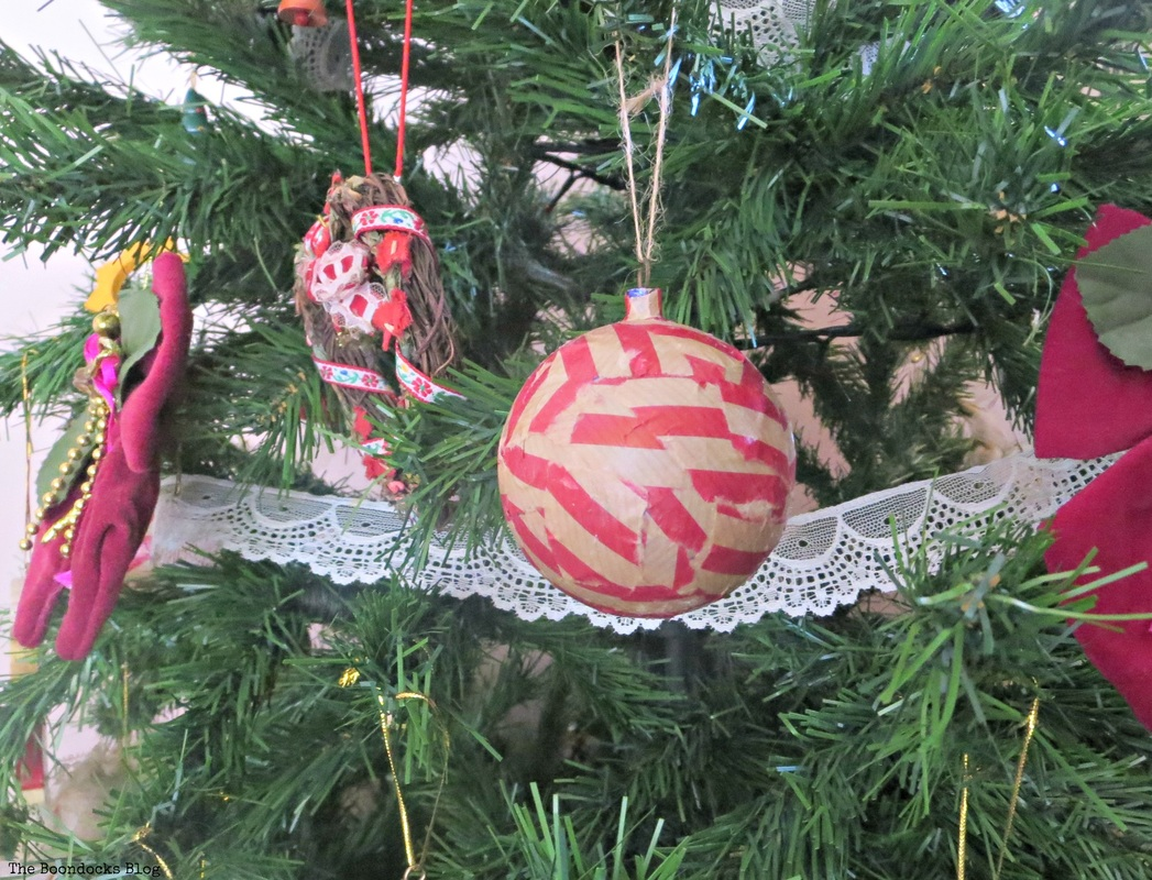 White lace garland on Christmas tree - the boondocks blog
