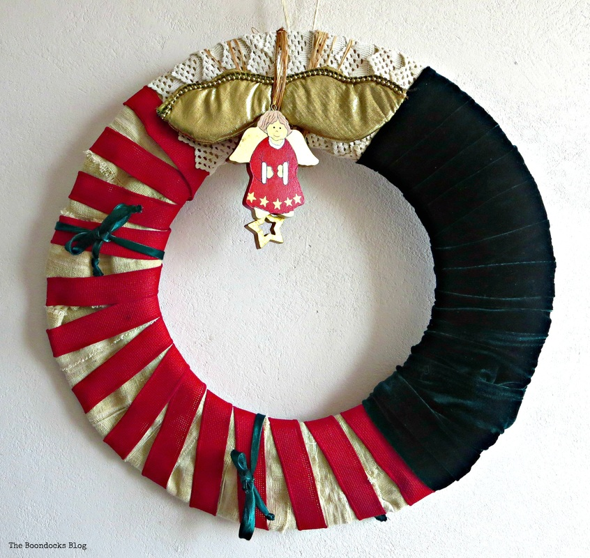 Green and Red wreath with Angel ornament - The Boondocks Blog