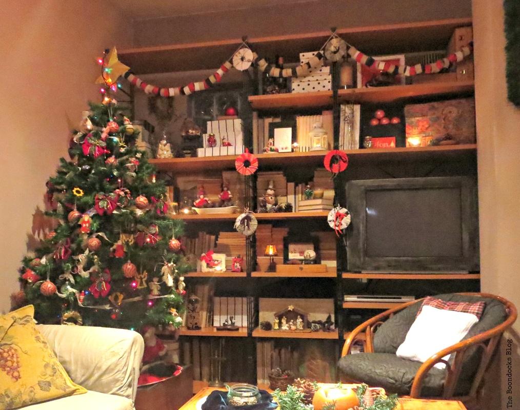 Christmas Tree and Wall Unit, Home for Christmas Blog Hop, The Boondocks Blog
