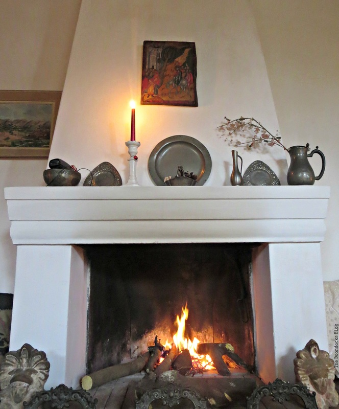 Fireplace mantel, A house full of treasures - The Boondocks blog