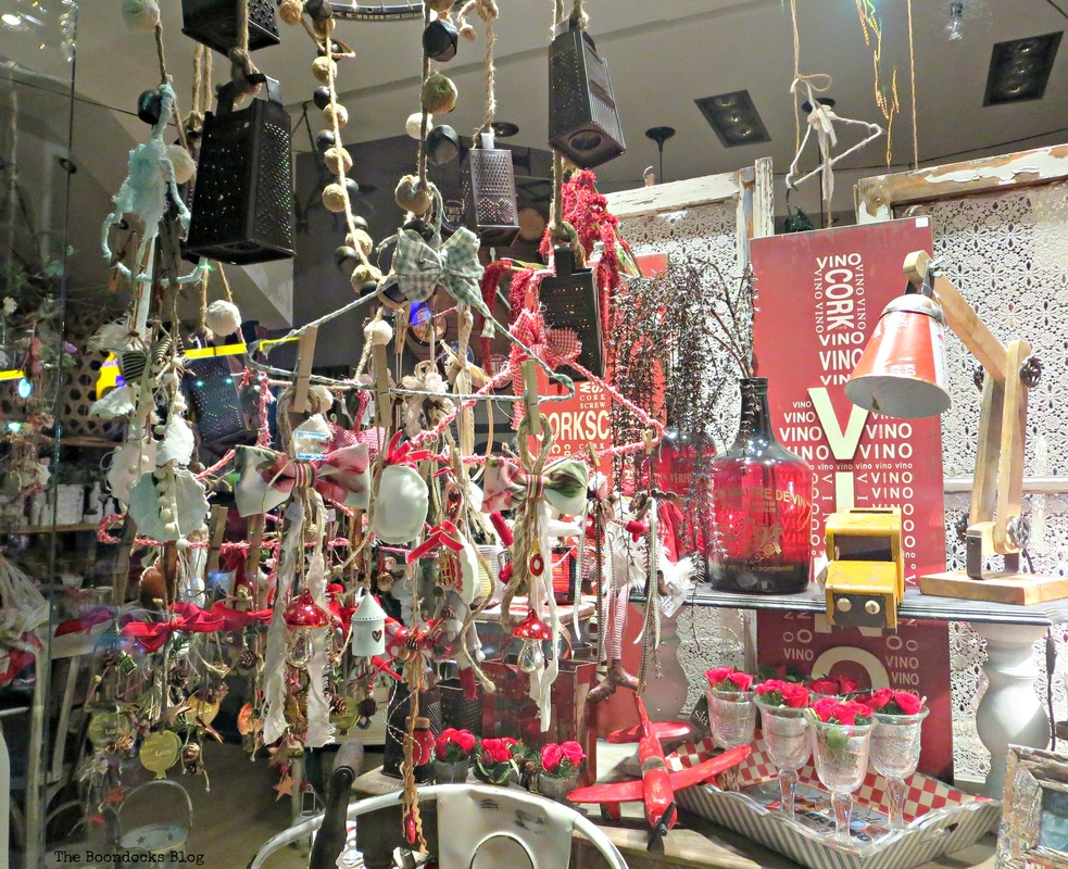 Window display christmas ornaments, A bright night on the town, The boondocks blog