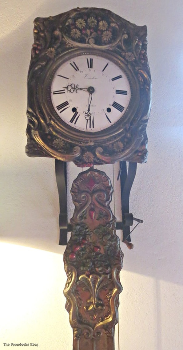 Details of an old wall clock, A house full of tresures - the Boondocks blog