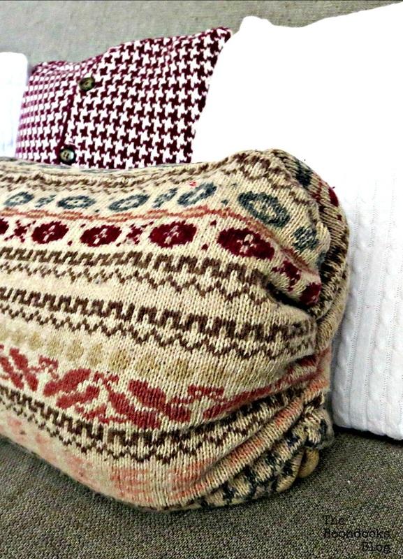 closeup Pin size, Sweater Pillows the easy way - www.theboondocksblog.com