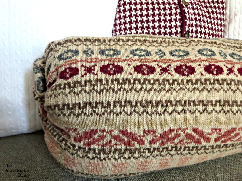 Detail of pillow, Sweater pillow the easy way - www.theboondocksblog.com