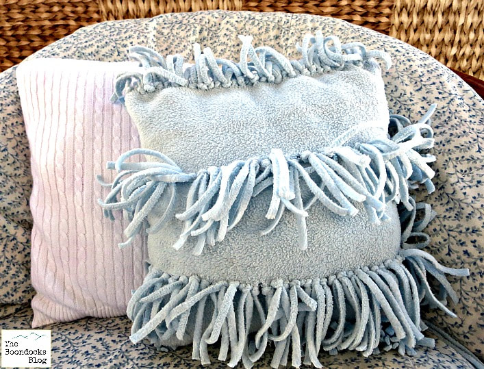 Almost no sew pillow repurposed from scarf #HandmadeXmas2016 - the boondocks blog