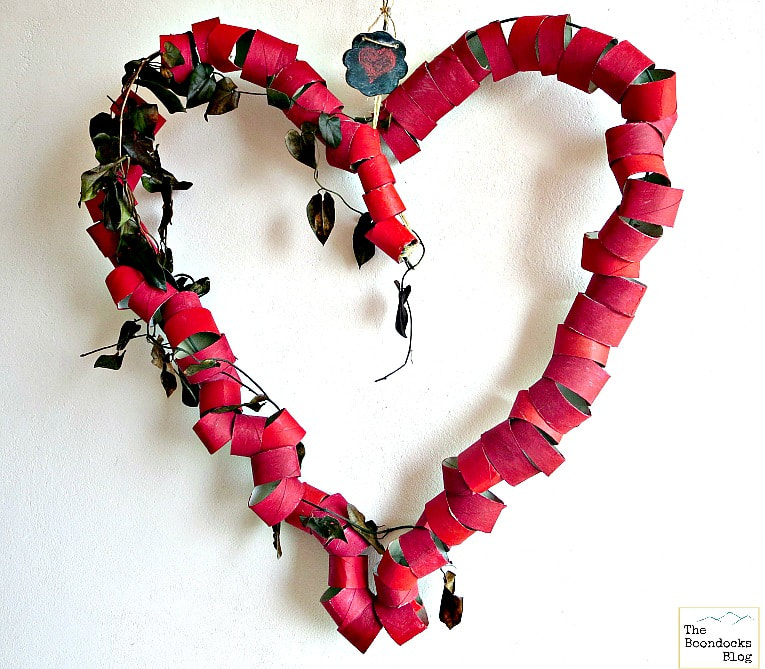 A heart craft idea made from upcycled wire and toilet paper rolls. A budget-friendly Valentine's Day home decor idea.