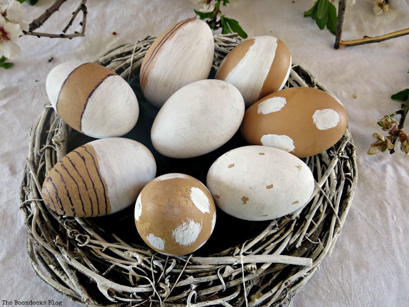 the chalk painted eggs, A nest for my rustic eggs www.theboondocksblog.com