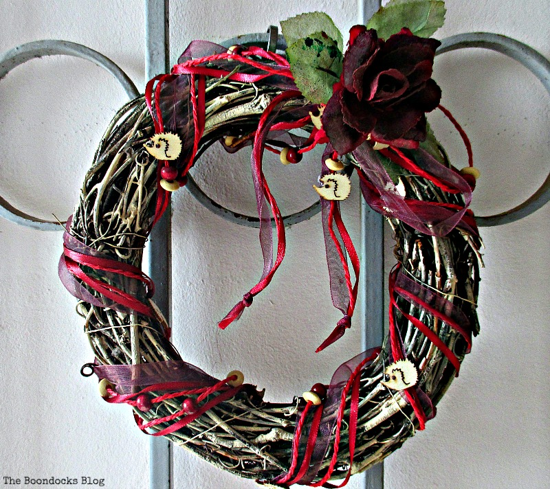 the wreath with hedgehogs, A nest for my rustic eggs - www.theboondocksblog.com