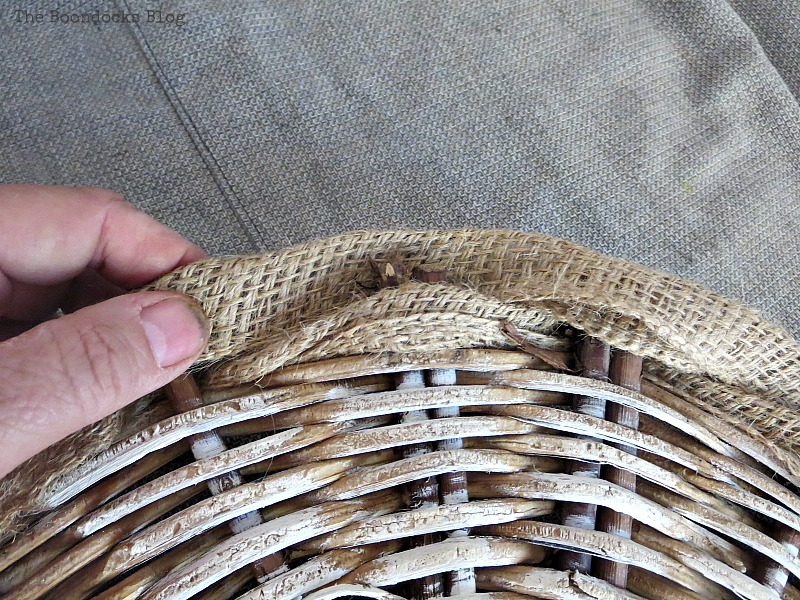 Threading the burlap, The Crafty Bottom www.theboondocksblog.com