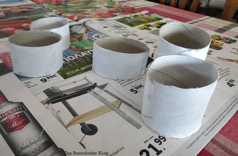 painting the paper rolls, My Irrational Obsession with Paper Rolls www.theboondocksblog.com