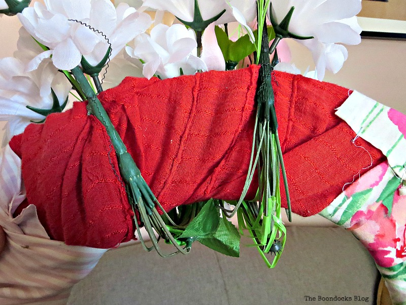Tying the flowers in the back, The lopsided Summer Wreath www.theboondocksblog.com