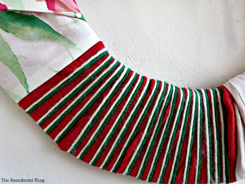 Adding white and green yarn, The lopsided Summer Wreath www.theboondocksblog.com