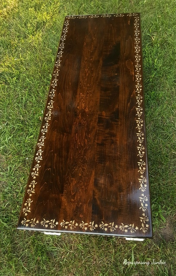 Walnut stain on top of table, a guest post from Repurposing Junkie, Curbside Coffee Table Makeover www.theboondocksblog.com