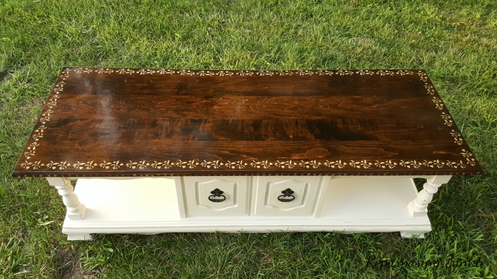 A beautiful finished table, a guest post from Repurposing Junkie, Curbside Coffee Table Makeover www.theboondocksblog.com