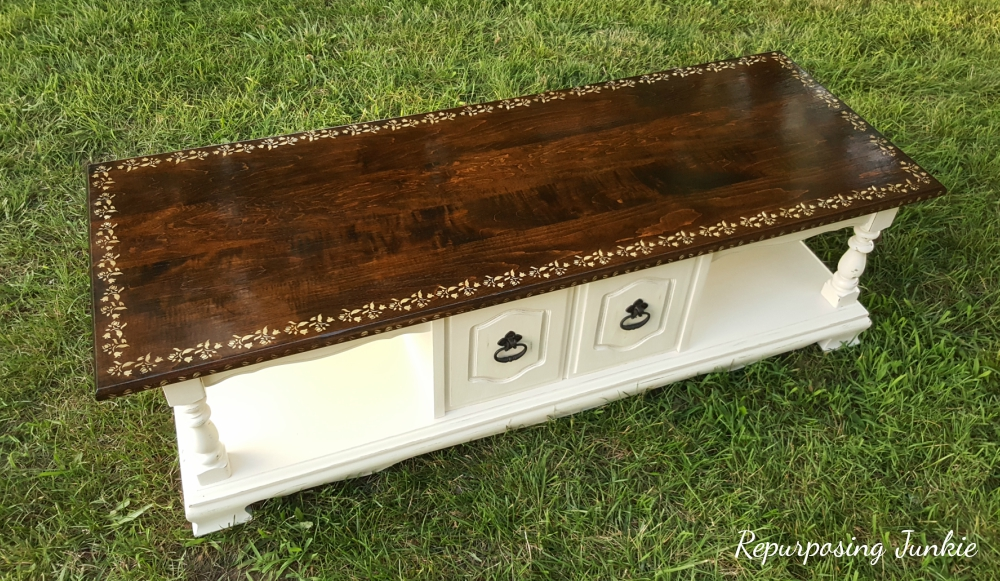 Solid wood table, a guest post from Repurposing Junkie, Curbside Coffee Table Makeover www.theboondocksblog.com