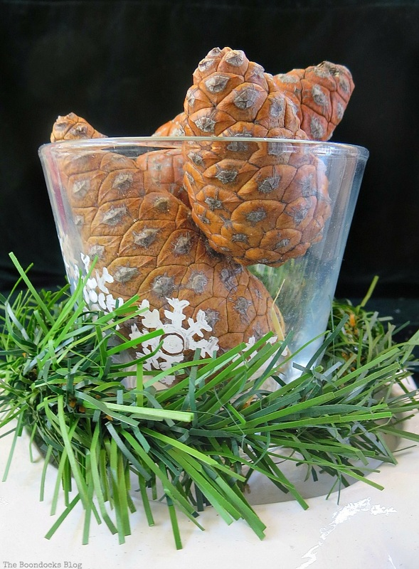 Vase with pinecones, Christmas in July - Repurposed Mirror into Vase Base www.theboondocksblog.com