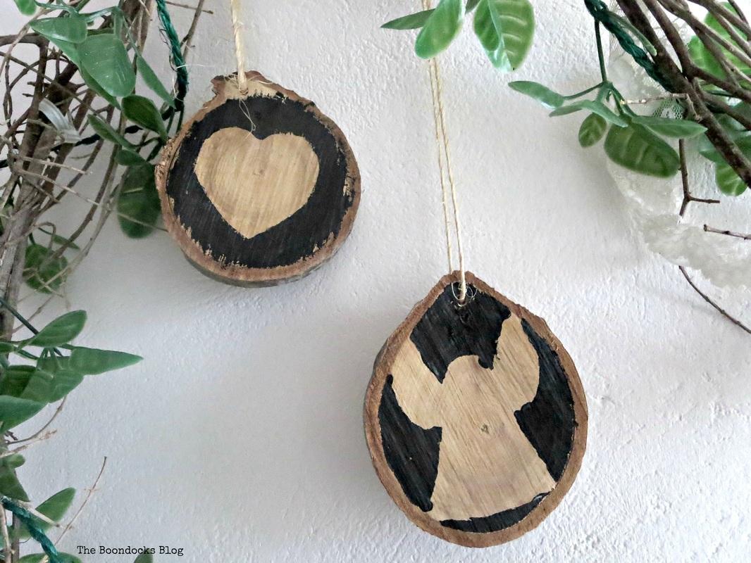 Repurposed Wood slices Christmas in July www.theboondocksblog.com