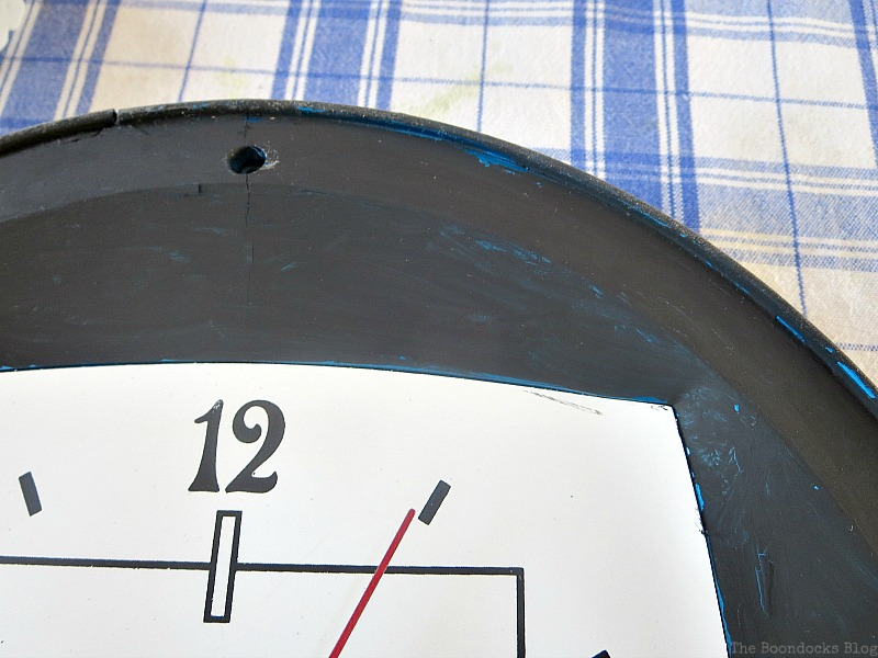 The black painted border of the clock, Five Minutes to a Pretty Clock www.theboondocksblog.com