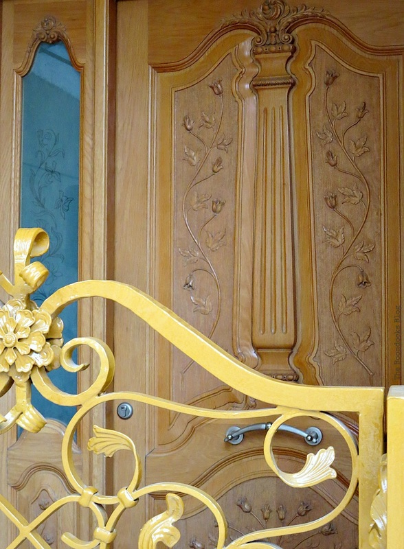 Ornate wooden door, Doors and a Sorta Blogoversary www.theboondocksblog.com