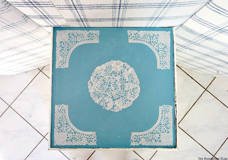 The top of the doily side table, The Doily Top Side Table www.theboondocksblog.com