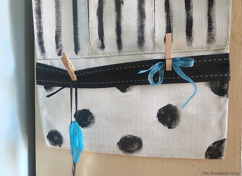 Detail of bottom, How to make a back to school hanging organizer, Back to School blog Hop www.theboondocksblog.com
